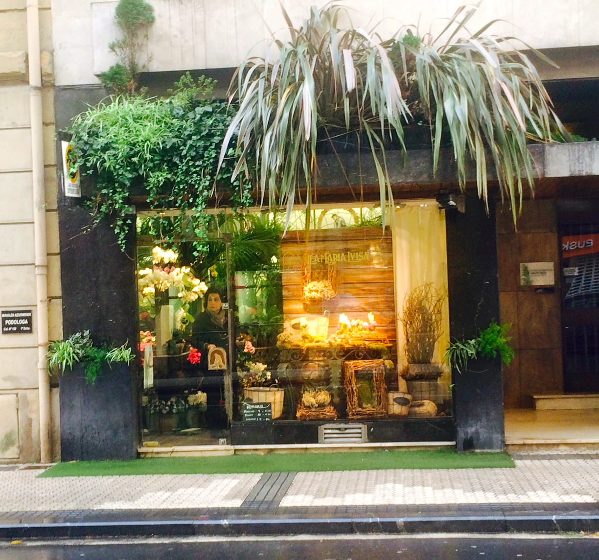 Storefront Swooning In Spain & France